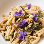 Tortilli with wild asparagus and walnuts / Tortilli agli asparagi selvatici e noci