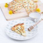 Pizza with wild asparagus and honey /Pizza agli asparagi selvatici e miele